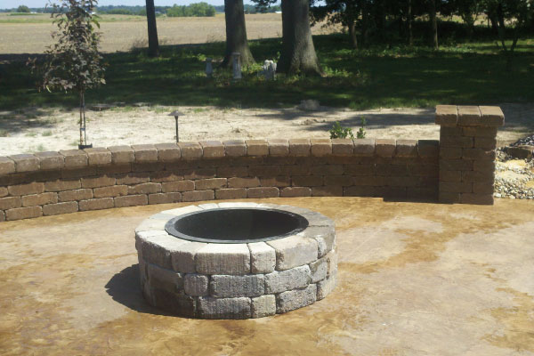 outdoor-creations-fire-pit-and-seating-wall-image